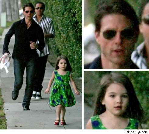 Suri 'corre' de Tom Cruise durante passeio
