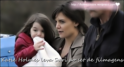 Katie Holmes leva Suri ao set de filmagens